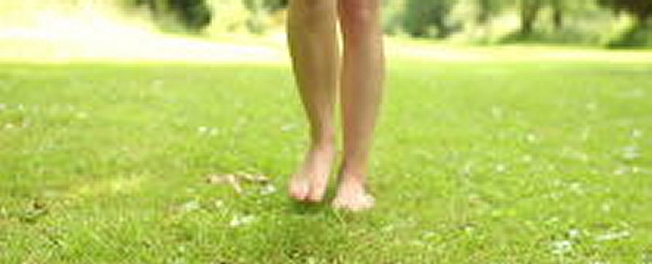 barefoot walking in the grass meditation