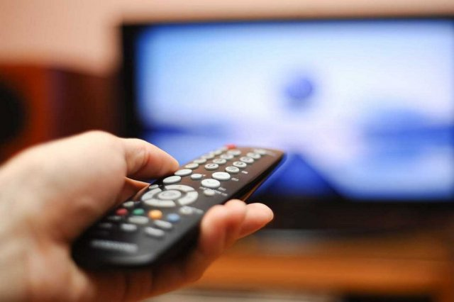 multi-task-while-watching-tv-fitness-exercise-and-watch-tv-weight-loss